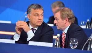 Gäbor Vona (Jobbik) et Viktör Orban lors d'un duel au parlement hongrois