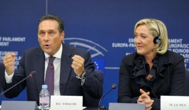 Orban,à ses cotés, MLP, sémillante,admirative