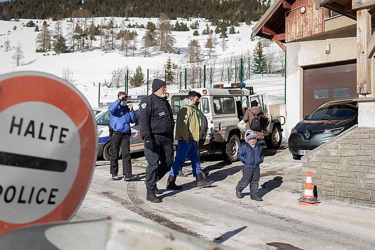 Migrants conduits direct au poste de police