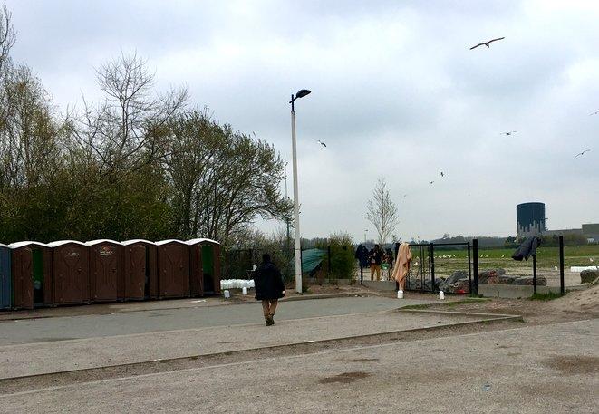 Migrants entrée du camp BMX