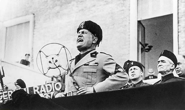 Mussolini le tribun