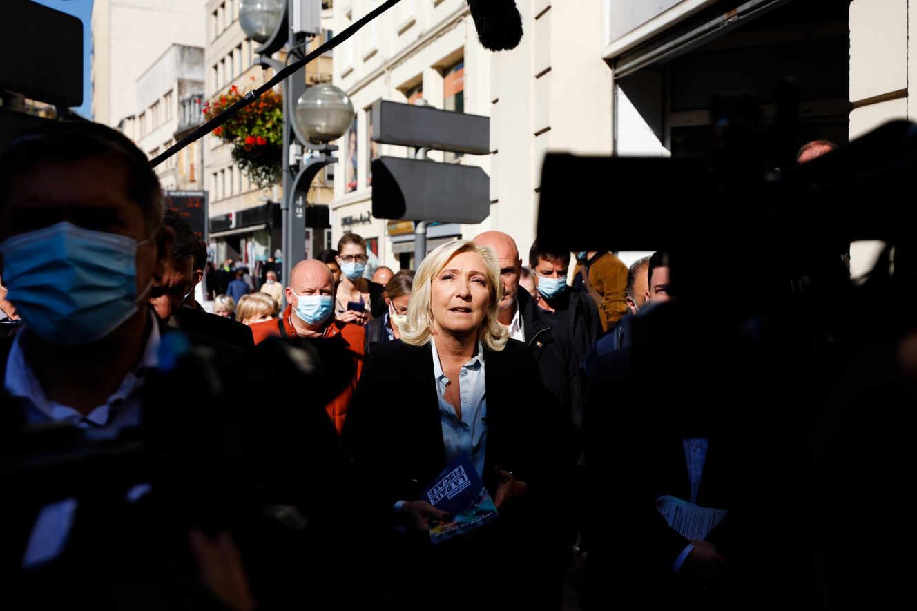 Marine Le Pen en visite sur le marchŽ de Hayange