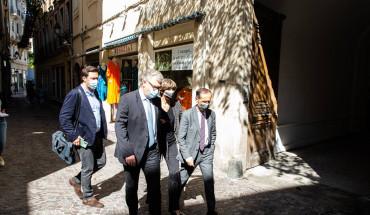 Régionales JP Garrault ds les rues de Béziers avec le maire Ménard