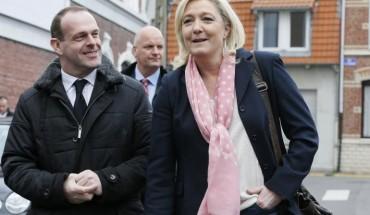 Marine Le Pen et Steeve Briois, le maire FN d'Hénin-Beaumont, le 22 mars 2015. © Reuters