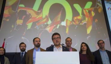 Le leader de Vox Franscico Serrano durant la campagne