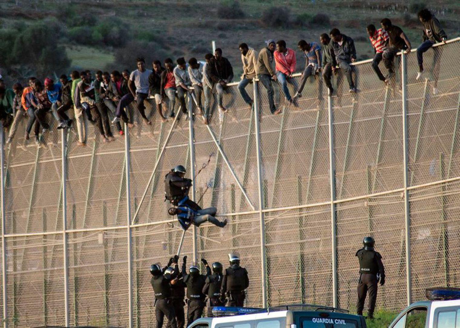 Mur entre Mélilla (Espagne) et le Maroc