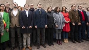 leaders du PP et de cuidamos auprès de celui de Vox