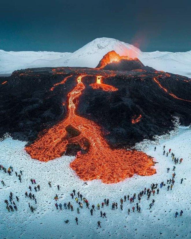 masse brune- le-volcan-islandais-fagradalsfjall-en-eruption-depuis-le-19-mars