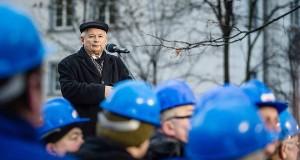 Le parti Droit et Justice avec son leader par Jaroslaw Kaczyński / AFP